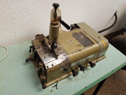 Stroj za tanjšanje usnja